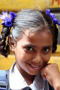 INDIEN-Mumbai-Schulmädchen in Dharavi