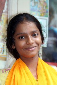 INDIEN-Mumbai-Junges Mädchen in Dharavi