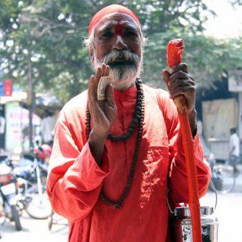 INDIEN-Mumbai-Sadhu - heiliger Mann