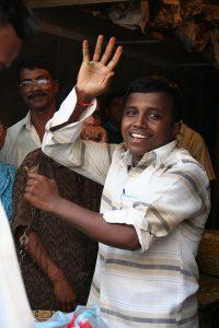INDIEN-Mumbai-Blumenverkäufer