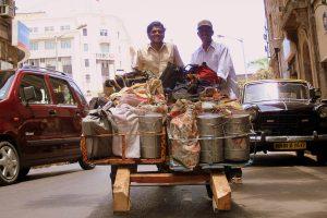 INDIEN-Mumbai-Tiffin wala im Süden der Stadt