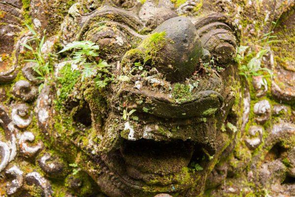 Indonesien-Bali-vermooste Tempeldetails