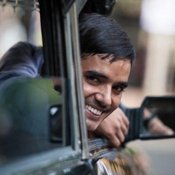 INDIEN-Mumbai-Taxifahrer mit Charme