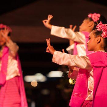 Asia-Thailand-Chiang Mai-dancing girls
