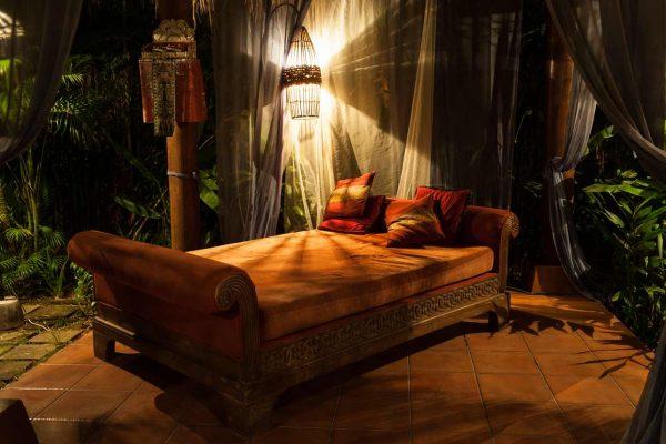 Indonesien-Bali-Loungebereich im Hotel