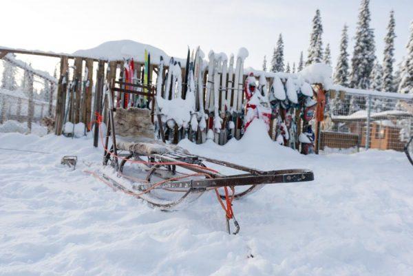 Schweden-Kiruna-Base Camp mit Schlitten