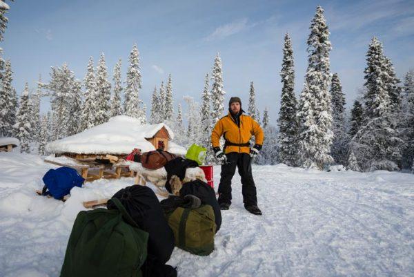 Schweden-Kiruna-Base Camp mit Schlittenhundeführer