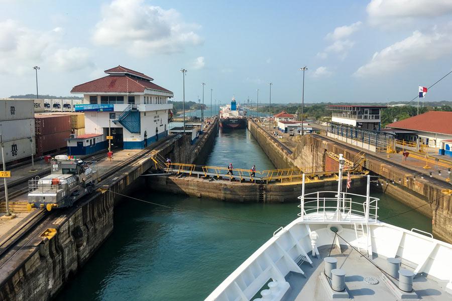 Passage durch den Panama Kanal