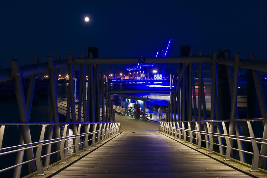 Deutschland, Hamburg, Hafencity, Elbphilharmonie Fähranleger Grasbrookhafen