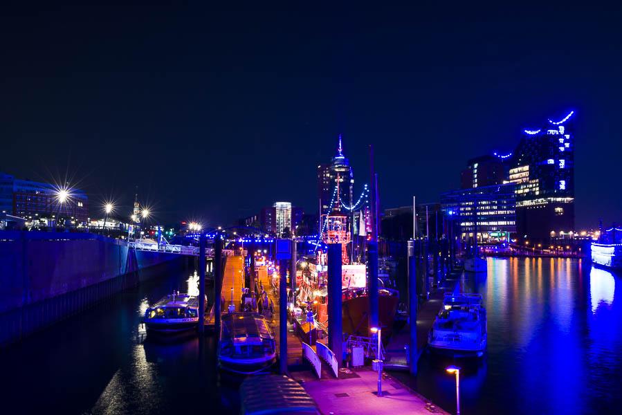 Deutschland, Hamburg, Hafen, Das Feuerschiff LV13 und die Elbphilharmonie