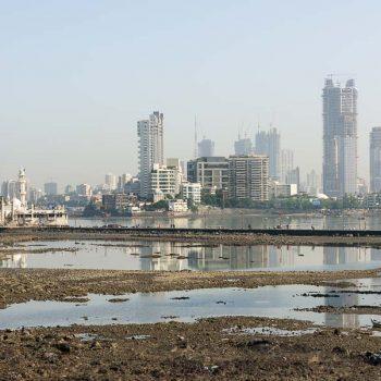 INDIEN-Mumbai-Haji Ali mit Blick Worli am Morgen