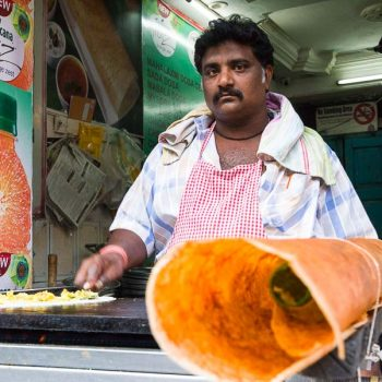 INDIEN-Mumbai-Masala Dosa Bäcker am Mahalakshmi Tempel