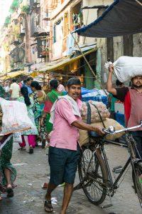 INDIEN-Mumbai-Gemüseverkäufer