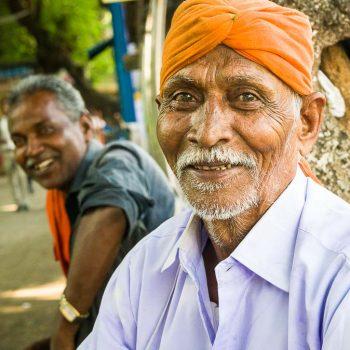 INDIEN-Mumbai-2 Brüder auf der Straße