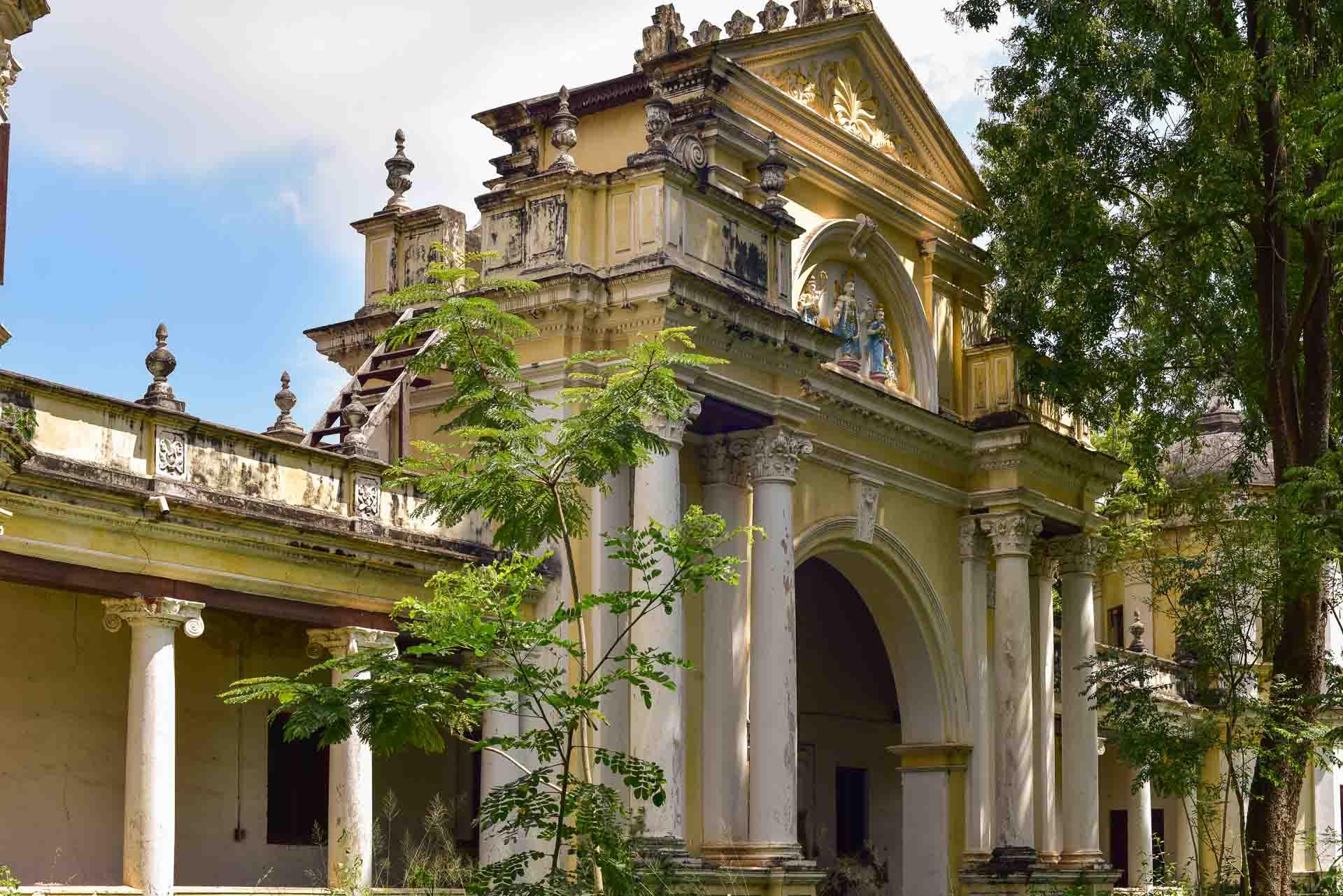 Blick auf das hintere Tor des Folklore Museums