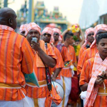 Band, die die Gläubigen begleitet / music group supporting the devotees
