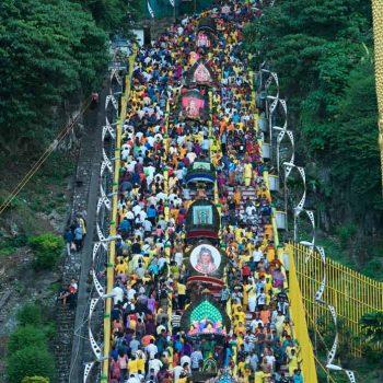 Treppenaufstieg zur Tempelhöhle / stairway to temple cave