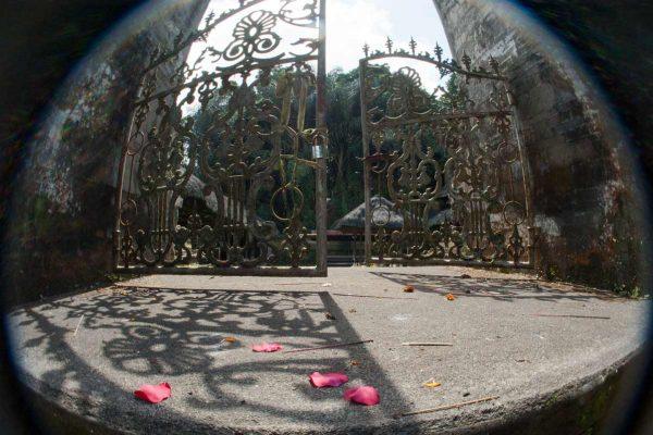 Indonesien-Bali-Tempeltor mit Lensbaby