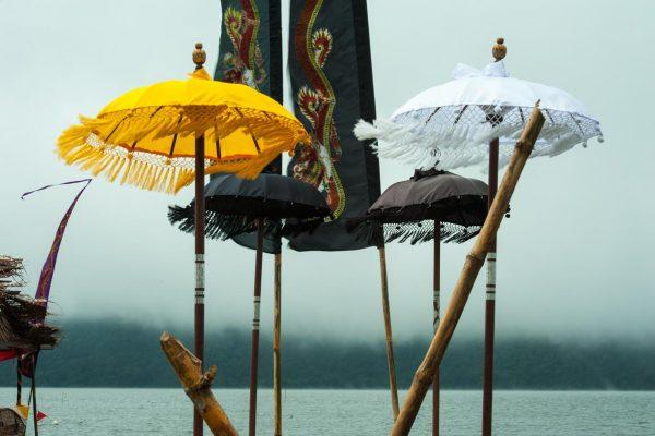 Indonesien-Schirme am Bali-Pura Ulun Danu Bratan