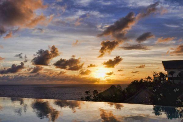 Indonesien-Bali-Villa im Sonnenuntergang