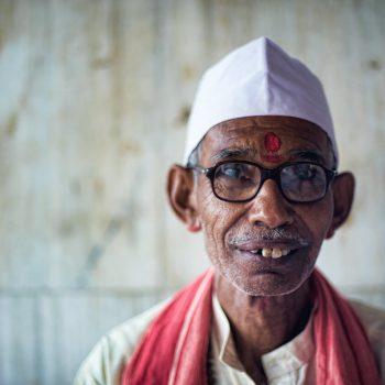 INDIEN-Mumbai-Priester am Banganga Tank
