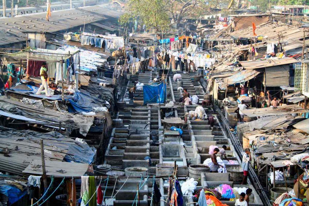 INDIEN-Mumbai-Dhobi ghats in Mumbai, die größte Wäscherei der Stadt