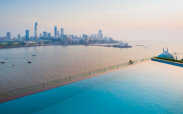 INDIEN-Mumbai-Raheja Universal Mumbai mit Blick auf Haji Ali