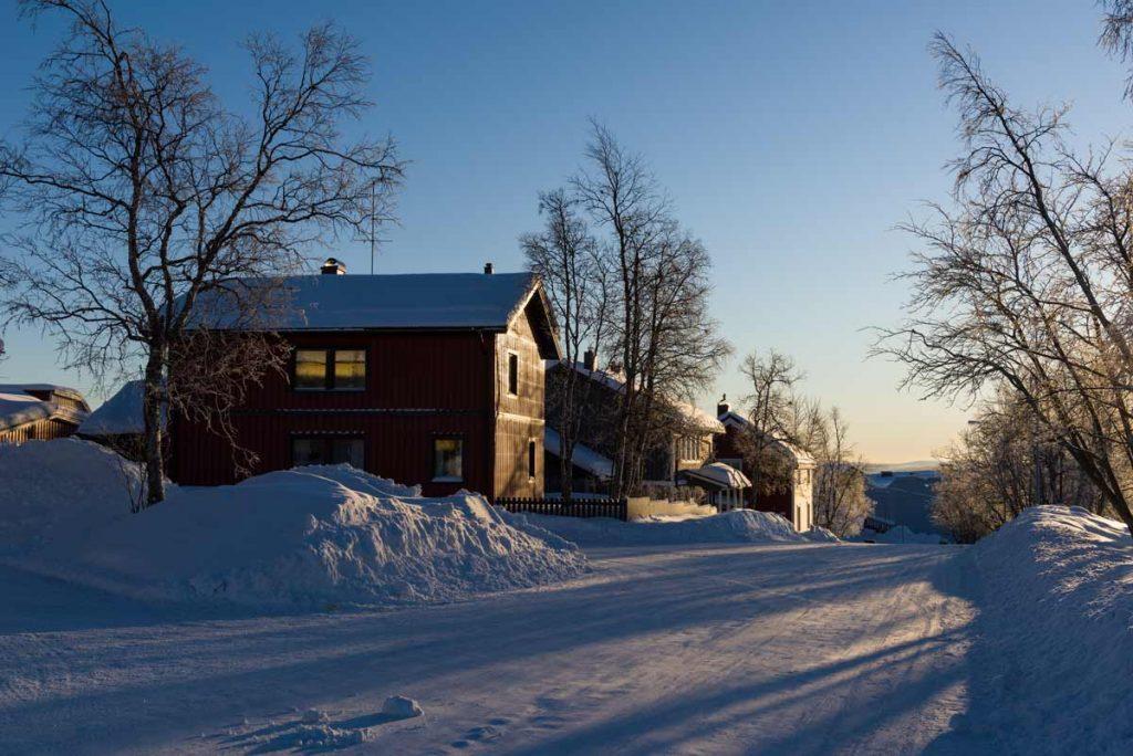 Schweden-Kiruna-verschneite Stadt