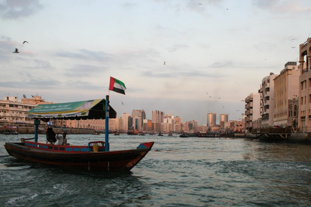 VAE-Dubai-Fähre auf dem Creek